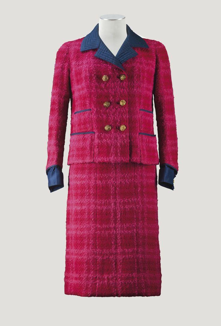 Chanel Haute Couture Tailleur croisé en tweed fuchsia 1963 L'Esprit de Gabrielle