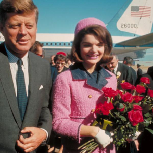 Le tailleur rose de Jackie Kennedy à Dallas en 1963