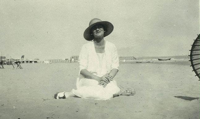 Coco Chanel sur la plage du Lido Venise Esprit de Gabrielle jeronimodiparigi-dev-esprit-de-gabrielle.pf1.wpserveur.net