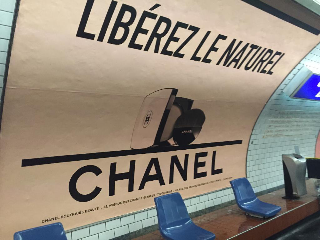 Chanel publicité métro paris Esprit de Gabrielle espritdegabrielle.com