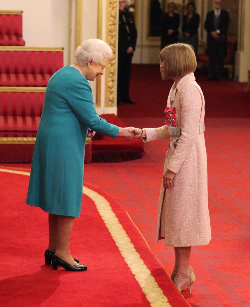 Anna Wintour Dame Commandeur CHANEL Elizabeth 2 Reine d'Angleterre Esprit de Gabrielle jeronimodiparigi-dev-esprit-de-gabrielle.pf1.wpserveur.net