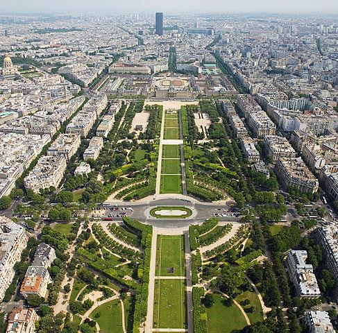 Champs de mars Paris Esprit de Gabrielle espritdegabrielle.com