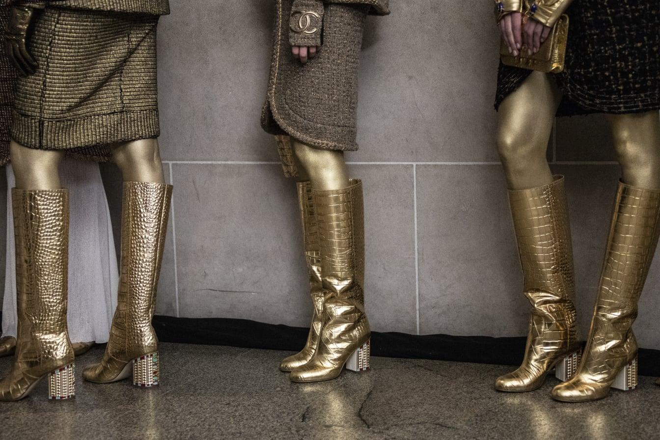 65df0aa641b CHANEL Métiers d art Paris New York Bottes dorées Esprit de Gabrielle  espritdegabrielle.com