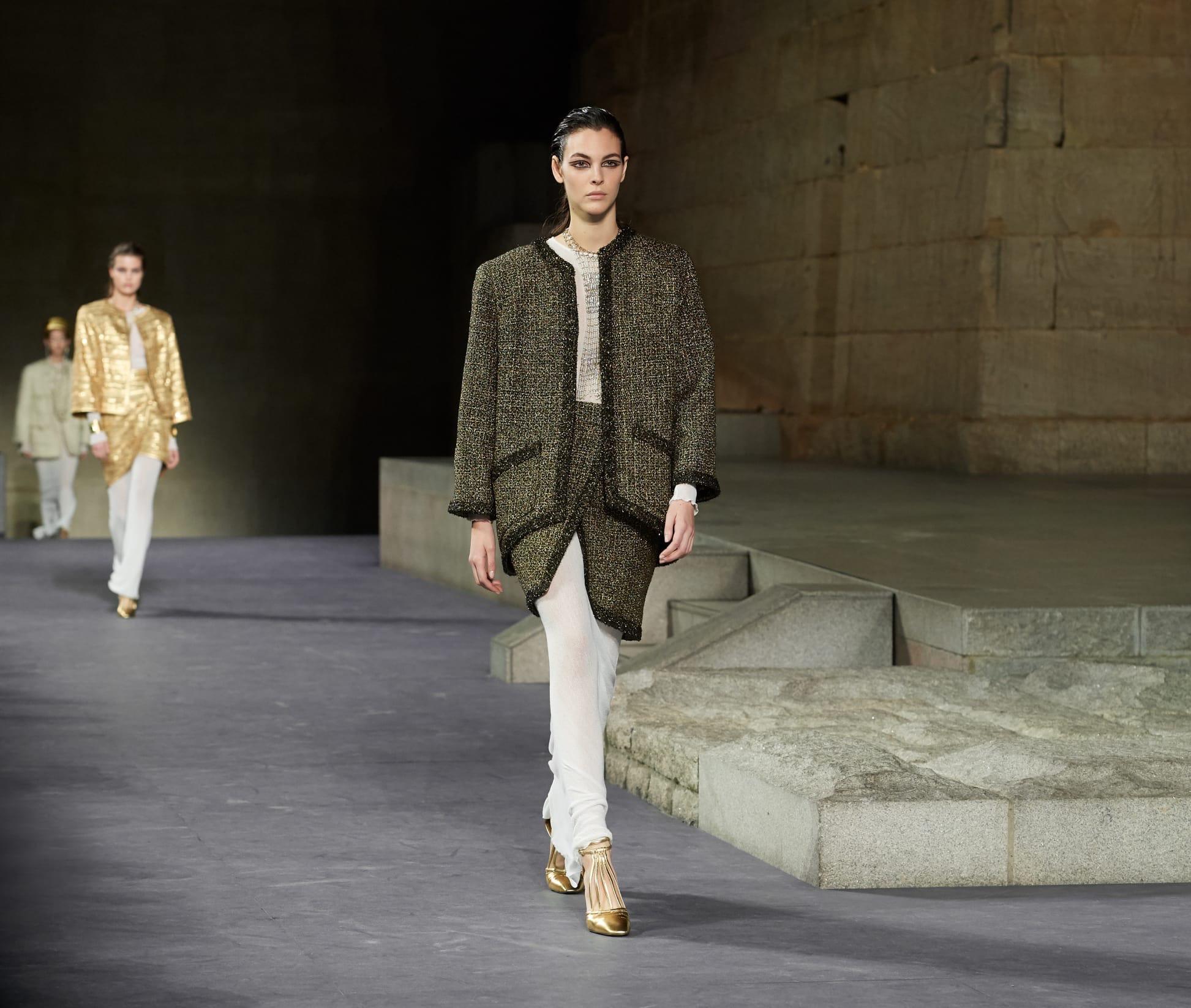 CHANEL Métiers d'art Paris New York Look 1 Esprit de Gabrielle espritdegabrielle.com
