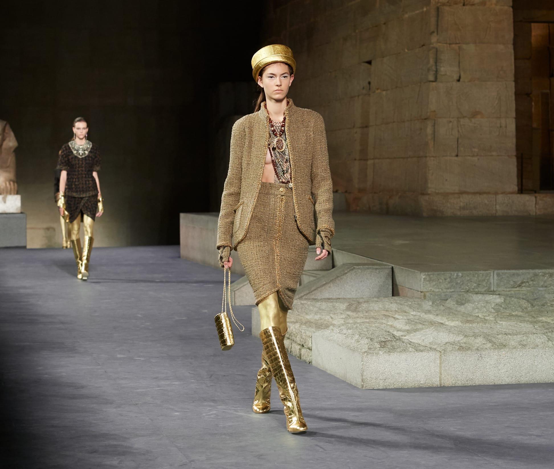 0f82442ce3e CHANEL Métiers d art Paris New York Look 15 Esprit de Gabrielle  espritdegabrielle.com