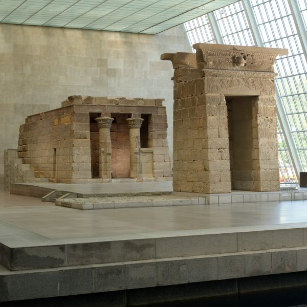 Le Temple de Dendur, décor du défilé CHANEL Métiers d'art Paris-New York