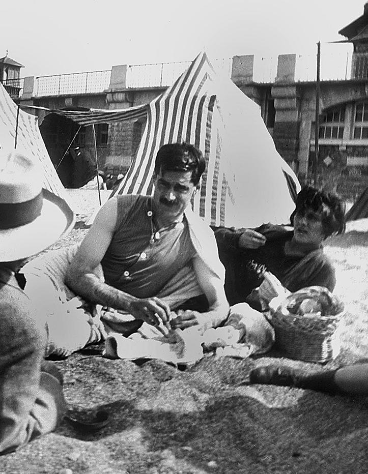 Gabrielle Chanel, Boy Capel et Constant Say sur la plage à Saint-Jean-de-Luz Esprit de Gabrielle espritdegabrielle.com