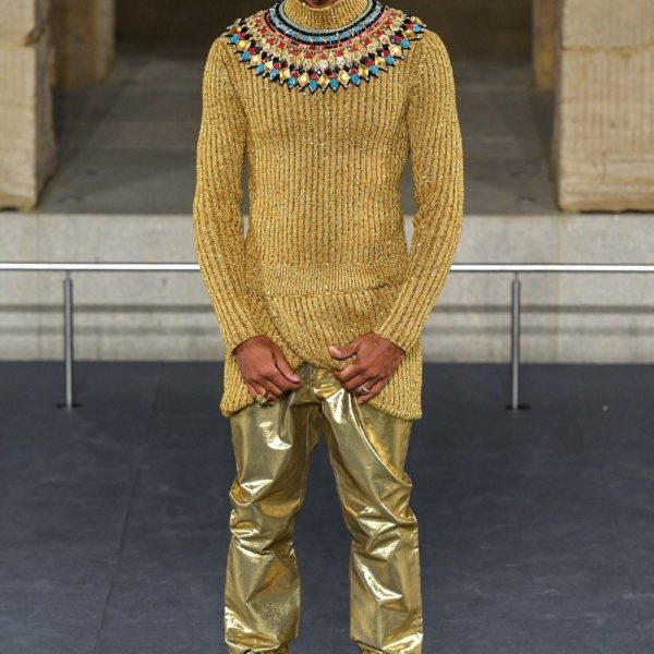 Pharrell Williams s'invite sur le podium du défilé CHANEL Métiers d'art Paris-New York