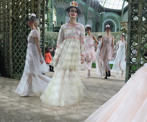chanel-spring-summer-2018-haute-couture-finale Esprit de Gabrielle espritdegabrielle.com