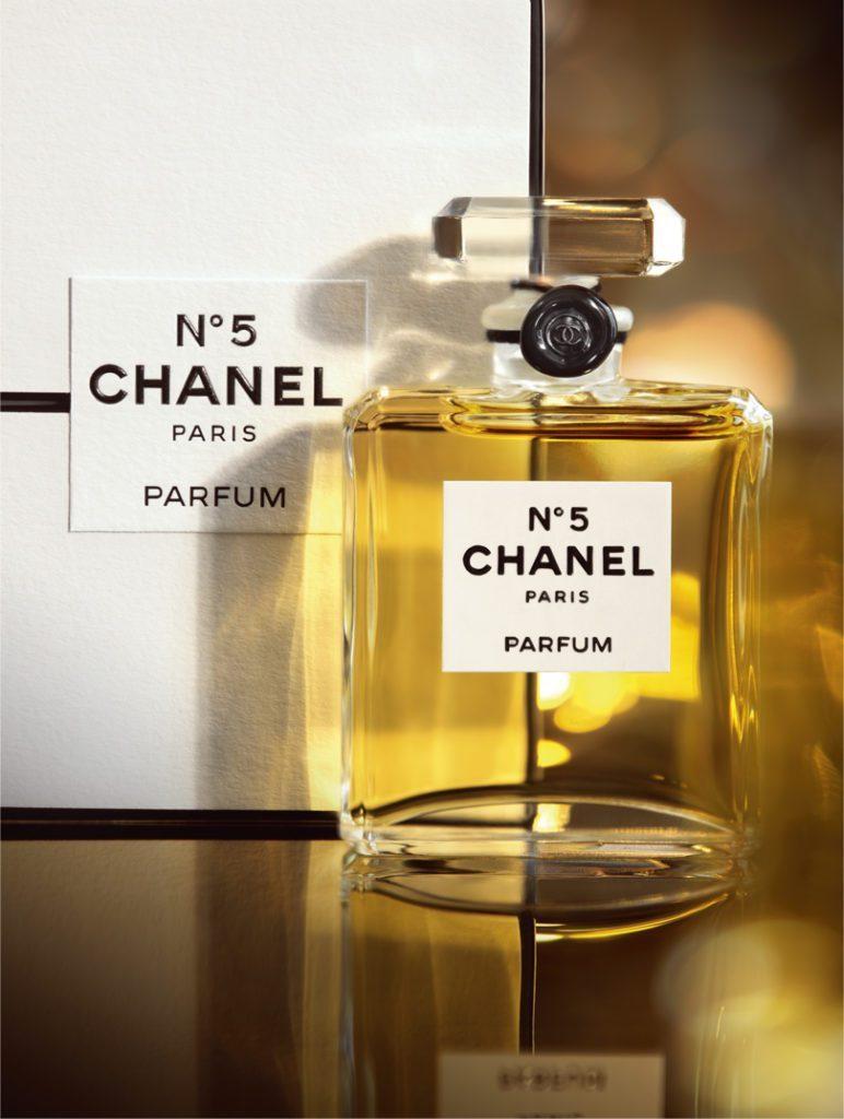 Le Plus Célèbre Des Parfums Dans Le Monde Par Chanel