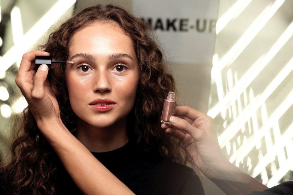 CHANEL Défilé prêt-à-porter printemps été 2020 Backstage maquillage Esprit de Gabrielle espritdegabrielle.com