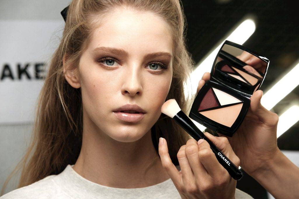 CHANEL Défilé RTW AW 2020-2021 - Maquillage backstage Esprit de Gabrielle espritdegabrielle.com