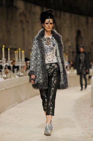 Stella Tennant CHANEL Métiers d'art 2011-12 Paris Bombay Esprit de Gabrielle espritdegabrielle.com